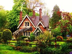 C.B.I.D. HOME DECOR and DESIGN: FAIRY TALE LIVING - THE STORYBOOK STYLE HOUSE
