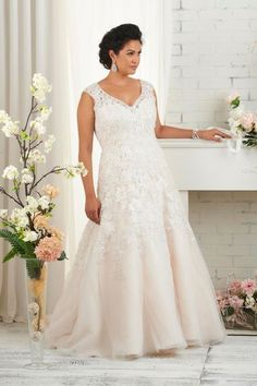 Plus Size Wedding Dresses 2016 Lace Appliques V Neck Floor Length Maxi Bridal Gowns With Court Train For Fat Brides Plus Size Wedding Outfits, 2016 Wedding Dresses, White Wedding Dresses, Cheap Wedding Dress, Wedding Dress Styles, Bridal Dresses, Wedding Gowns, Bridesmaid Dresses, Dresses 2016