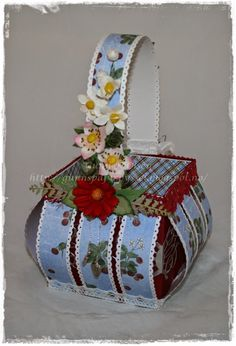 Paper basket with strawberry