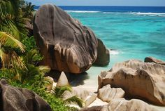 MessageToEagle.com –The beautiful Seychelles Islands are a group of 115 breathtaking islands in the Indian Ocean, off the coast…
