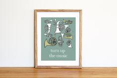 Illustrazione da scaricare subito con trombe e tromboni e frase d'ispirazione. Per camerette e nursery di IlluminoHomeIdeas su Etsy