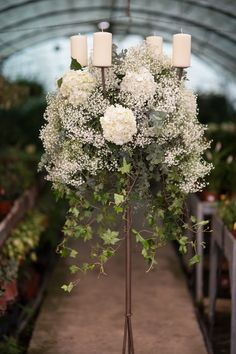 Decoración de Bodas | Andaluflor Church Wedding Flowers, Church Wedding Ceremony, Church Wedding Decorations, Wedding Bouquets, Modern Floral Arrangements, Beautiful Flower Arrangements, Flower Centerpieces, Flower Decorations, Temples