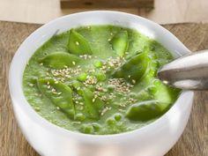 Erbsencremesuppe mit Zuckerschoten ist ein Rezept mit frischen Zutaten aus der Kategorie Gemüsesuppe. Probieren Sie dieses und weitere Rezepte von EAT SMARTER!