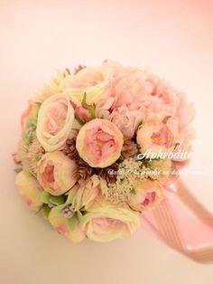 ウエディングブーケ専門ショップ・アフロディーテ(Wedding Bouquet Aphrodite) 砂糖菓子みたいな甘くて優しいピンクのラウンドブーケ