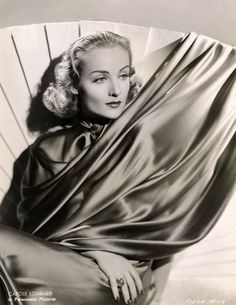 Carole Lombard in 1936 Vintage Hollywood, Old Hollywood Glamour, Golden Age Of Hollywood, Hollywood Stars, Classic Hollywood, Hollywood Icons, Carole Lombard, Classic Actresses, Hollywood Actresses