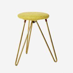 Design: unbekannt - Hersteller: unbekannt - Epoche: 1950er Jahre - Masse: D 26cm, H 40cm - Material: Messing, Stoff - Preis: 85.- - Bemerkung: