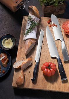 Transformă gătitul într-o artă și optează pentru un set de cuțitie! Magnetic Knife Strip, Butcher Block Cutting Board, Knife Block, Cheese, Kitchen, Food, Cooking, Kitchens, Essen
