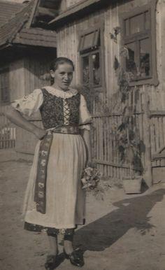 Mária Dideková  dievča z  Pribylinskej Brezinky - fotoarchív:Milan Orčík - asi 1923 Folk Costume, Costumes, Ancestry, Folklore, Old Photos, Poland, Culture, Traditional, Retro