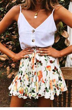 Orangefarbener Minirock mit Rosenmuster - Jassie Line - Sommer Mode Ideen - Mini skirt outfit - Casual Summer Outfits, Outfits For Teens, Spring Outfits, Summer Dresses, Work Outfits, Classy Outfits, Summer Fashions, Summer Skirts, Skater Skirt Outfit For Summer