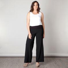 De Klaire pantalon heeft een aangename comfort fit pasvorm met de looks van een modieuze pantalon en het comfort van prettig draagbare stof met een br...