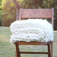 Arm knit a blanket in about 90 minutes and around $30! So easy, no knitting…