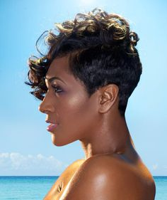 Here 20 Curly Asymmetrical Pixie Hairstyles pictures. Asymmetrical pixie is best idea for your cute curly hair. Popular Short Hairstyles, Pixie Hairstyles, Black Hairstyles, Pixie Haircut, Love Hair, Gorgeous Hair, Curly Hair Styles, Natural Hair Styles, Asymmetrical Pixie