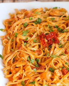 Sun dried tomato fettucini - so good! use 1 cup sour cream and cup milk. Also, use cheater sun dried tomatoes and us a whole can of chopped tomatoes (drained). Noodle Recipes, Pasta Recipes, Dinner Recipes, Cooking Recipes, Restaurant Recipes, Junk Food, Tomato Pasta Recipe, Fettuccine Recipes, Cheesecake Factory Recipes