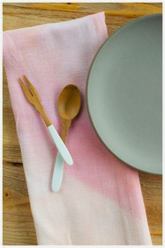 DIY Watercolor Linens  But I love the dipped utensils. All the rage now a days. Great for gifts.