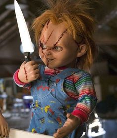 CHUCKY CHILD'S PLAY 8X10 MOVIE PHOTO - EVIL DOLL! CREEPY WITH BUTCHER KNIFE