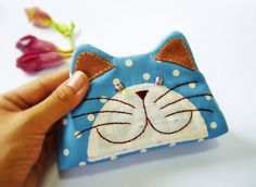 Items similar to Cat purse / Hand embroidery / Pencil bag / Cosmetic bag / Zipper purse/ Gift bag / Bag zippered on Etsy Cat Purse, Cat Bag, Cat Quilt, Pencil Bags, Sewing Projects For Kids, Cat Crafts, Fabric Bags, Crochet Purses, Cat Pattern