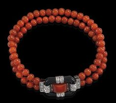 Art Deco Bracelet.   Coral, 2-stringed, socket fastening, platinum 950, white gold 585, diamond rhombs total weight ca. 0,15 ct, cut onyx and coral