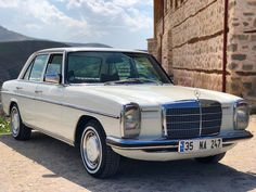 Best classic cars and more! Mercedes Maybach, Mercedes 230, Mercedes E Class, Classic Mercedes, Fancy Cars, Retro Cars, Vintage Cars, M Benz, Mercedez Benz
