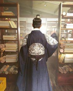Crown Prince Lee Young (Moonlight drawn by Clouds) My favorite! Korean Star, Korean Men, Korean Actors, Korean Traditional Dress, Traditional Dresses, Park Bo Gum Wallpaper, Park Go Bum, Moonlight Drawn By Clouds, Korean Dress