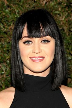 """It's happened to the best of us (or at least it's happened to me too many times to count) and now, it happened to Katy Perry., the pop star revealed that she totally regrets her bangs. """"I kind of cut my bangs in haste… Kylie Jenner Lip Challenge, Hairstyles With Bangs, Pretty Hairstyles, Beauty Secrets, Beauty Hacks, Beauty Tips, Katy Perry Photos, Natural Blondes, Celebrity Makeup"""