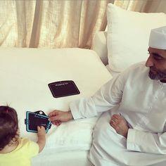 Sana bint Saeed bin Maktoum Al Maktoum con su papá, Saeed bin Maktoum bin Rashid Al Maktoum, 26/08/2017. Vía: zeyn7
