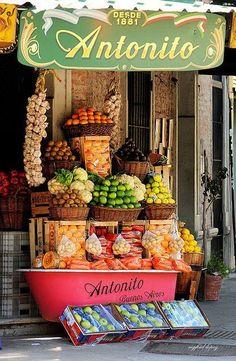 Un puesto de Frutas y Verduras en Italia. #StoreExterior