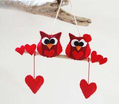 Decor owls Felt ,valentines day,via Etsy. Valentine Decorations, Valentine Day Crafts, Fall Crafts, Diy And Crafts, Felt Gifts, Felt Owls, Quilling Designs, Saint Valentine, Felt Ornaments