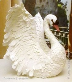 Paper Birds, Paper Flowers, Hobbies And Crafts, Arts And Crafts, Wire Lampshade, Swan Painting, Toilet Paper Crafts, Paper Pop, Bird Houses Diy