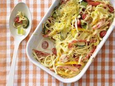 Vegetarischer Leckerbissen für viele Kinder: Überbackene Spätzle | Kalorien: 295 Kcal - Zeit: 20 Min. | http://eatsmarter.de/rezepte/ueberbackene-spaetzle