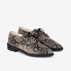 Snake print shoes for everyday use Käärmekuvioidut kävelykengät Python Print, Black Rubber, Snake Print, Fashion Prints, Jade, Oxford Shoes, Dress Shoes, Lace Up, Stylish