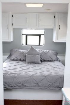 Easy RV Makeover with instructions to remodel RV interior, paint RV walls, paint 2 tone kitchen cabinets! Interior Exterior, Interior Design, Interior Paint, Paint Rv, Gray Paint, Room Paint, Beyond Paint, Travel Trailer Remodel, Travel Trailers