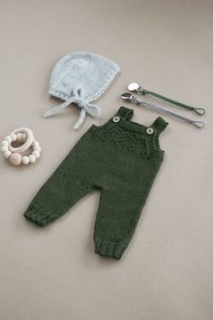 Knitted baby overall,s baby romper, baby pants, baby leggings, winter pants, hand knit baby clothes, baby style, slow living #flatlay #babyfashion