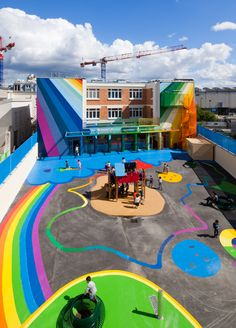 Don't you want your kid to have a kindergarten as colorful as this one?