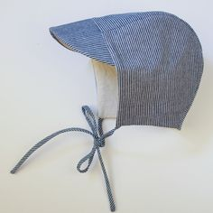 Our classic cap with brim and ties. Made with 100% linen with. Breathable and perfect for your wee ones tiny head. This cap looks best when it fits...