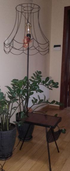 Lampa ze stolikiem