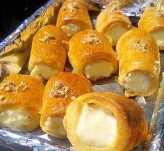 """Η Συνταγή είναι από κ. Tzeni Tsanaktsidou – """"ΑΓΑΠΑΜΕ ΜΑΓΕΙΡΙΚΗ!!!!! ΑΓΑΠΑΜΕ ΖΑΧΑΡΟΠΛΑΣΤΙΚΗ!!!!!!"""" ΥΛΙΚΑ: 200 ml γάλα καρύδας, 200 ml μαλακή μαργαρίνη, 1 βανίλια, 400 γραμμάρια αλεύρι φαρίνα απ ΕΚΤΕΛΕΣΗ Βάζουμε στο μπολ το βούτυρο και το ανακατεύουμε με ξύλινη Greek Desserts, Greek Recipes, Vegan Desserts, Vegan Recipes, Cookbook Recipes, Sweets Recipes, Cooking Recipes, Bakery, Food And Drink"""