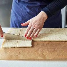 Göra smörgåstårta, steg för steg! | ICA Buffé Sandwhich Cake, Sandwich Shops, Tart, Sandwiches, Food And Drink, Crafts, Pizza, Recipes, Kitchens