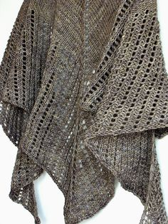 Free Pattern: Futur simple by tshep  [it's not very big, so i would use bigger yarn and bigger needles...]