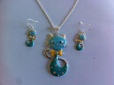 jolie parure collier et boucles d'oreilles chat bleu ciel et bleu turquoise : Parure par nessymatriochka