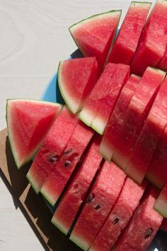 Close-Up Of Watermelon Slices In Plate Think Food, I Love Food, Good Food, Yummy Food, Healthy Snacks, Healthy Recipes, Healthy Eating, Food Snapchat, Low Calorie Recipes