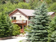 #sedonarealestate, #azrealestate Off 1 of top 5 Most Scenic Drives in America(according to Rand McNally)!Across Oak Creek & tucked away on a Sunny Plateau in the Canyon w/views of mtns. & Red Rock.Entertain loved ones w/open floor plan boasting mtn views from bay window in wood paneled...