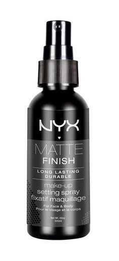 En spray som gjør at sminken fester seg, gir dekke hele dagen og sørger for en vakker, matt finish!