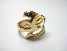 I want this ring! *_* Fairy Tail insignia ring