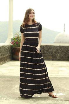 Eerbare kleding. Eng. Modest clothing. Fr. Vêtement modeste. Du. Bescheidene Kleidung. Sp. ropa modesta. Congo Striped T- Shirt Maxi Dress