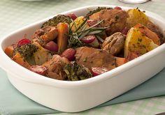Cubos de frango com vegetais e ervas