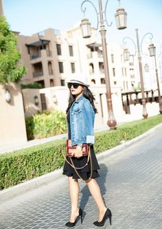 How to style a denim jacket - vegan fashion wearing luxury vegan handbag and leather-free heels Vegan Fashion, Ethical Fashion, Fashion Brands, Sustainable Style, Sustainable Fashion, How To Wear Denim Jacket, Fashion Rocks, Vegan Handbags, Night Looks