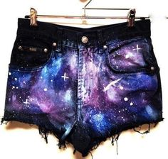 TONS of inspiration and tutorials for DIY high-waisted shorts