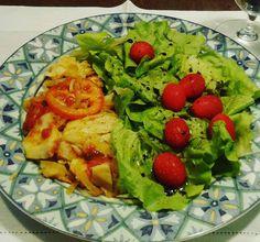Almoço em casa não tem preço  Bacalhau de ontem (sem batatas) e saladinha verde  #eatclean #noexcuses #comidadeverdade #fitfood #foodie #foodiegram #lowcarb #lowcarbhighfat #minhamellhorversao #sigoembusca by projetomedicafit