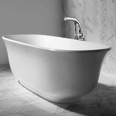 Victoria Albert AMIATA bathtub available for the residents of Toronto, Markham, Richmond Hill, Scarborough, North York Freestanding Taps, Victoria And Albert Baths, Double Ended Bath, Bath Rack, Bathroom Showrooms, Soaker Tub, Tub Faucet, Modern Spaces, Clawfoot Bathtub