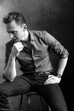Tom Hiddleston photographed by Austin Hargrave during TIFF 2015 on September 13, 2015. Source: Torrilla. Click here for full resolution: http://ww4.sinaimg.cn/large/6e14d388gw1f8iphicw73j20m80xcn22.jpg